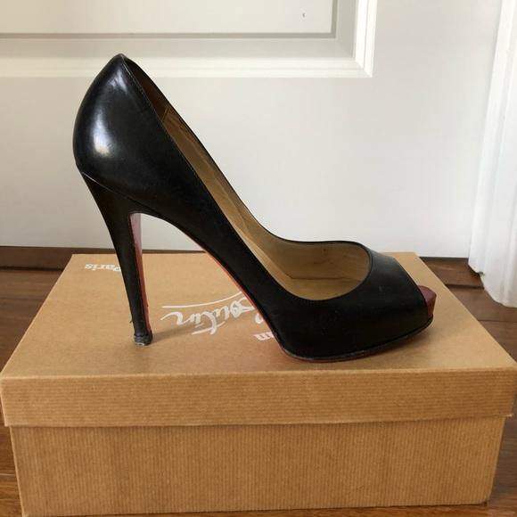 c4eced68f29 Very Prive Louboutin Size 38 Black